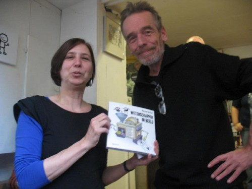 Klaas passed the book to publisher Esther van der Panne.